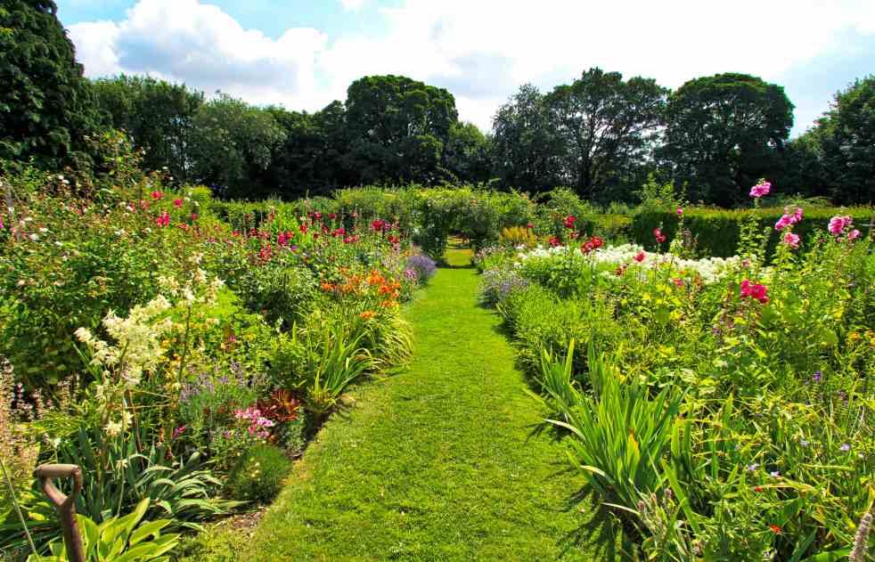 Upton Grey Manor Garden 3