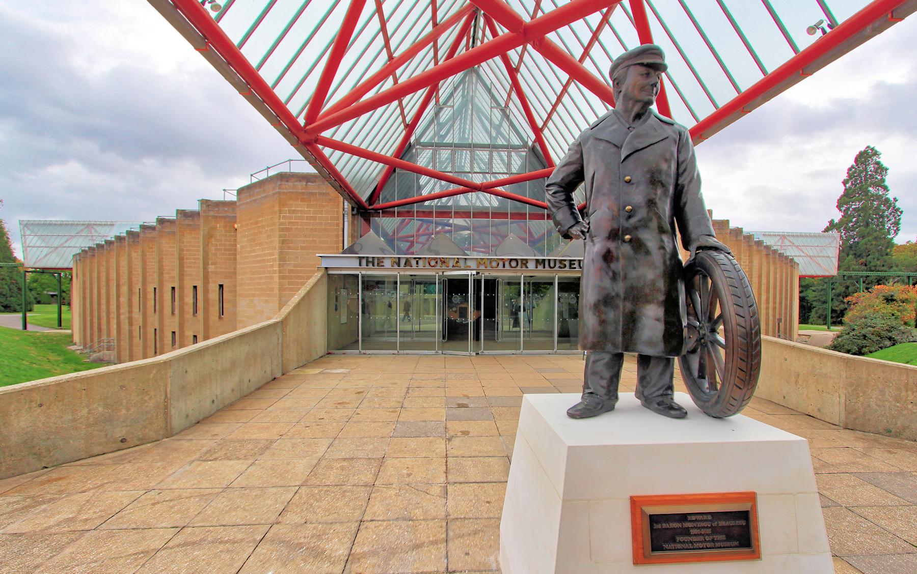x museum entrance 2