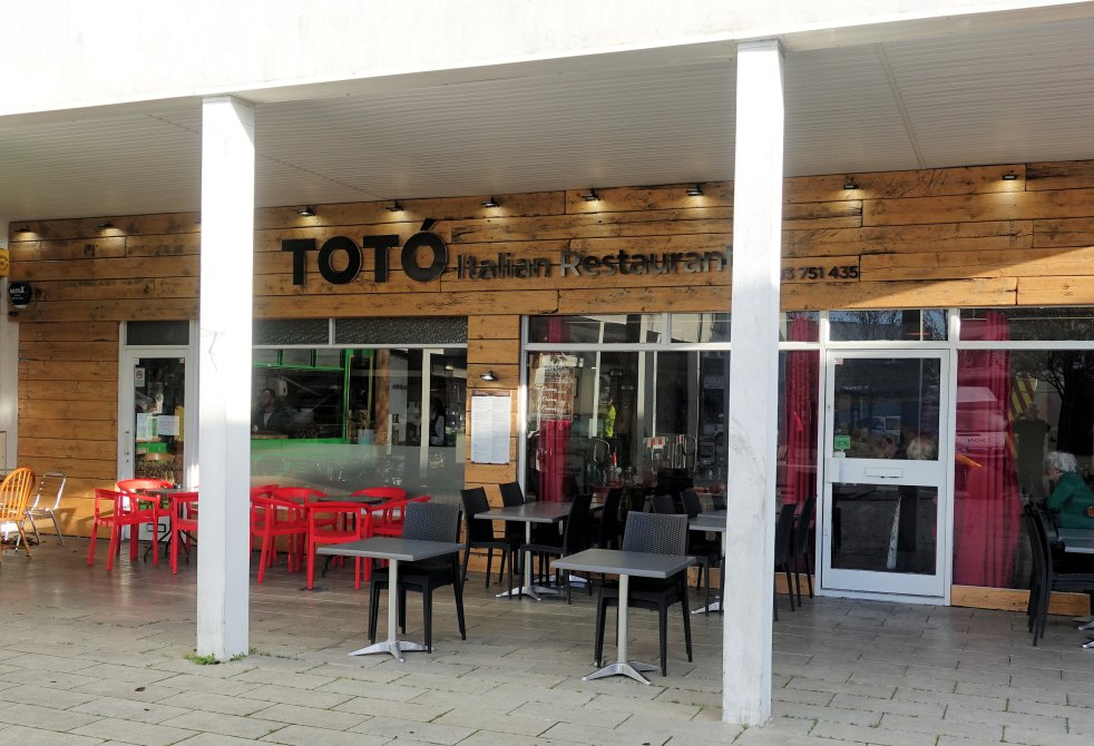 To to Restaurant exterior